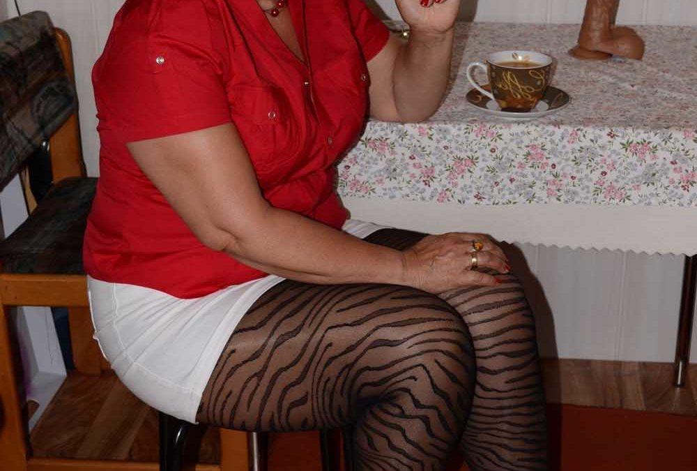 Cathy69 jolie ronde agée de 56 ans, et grosse fumeuse
